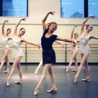 Suki Schorer teaching at the School of American Ballet, 2004. Photograph by Ellen Crane.